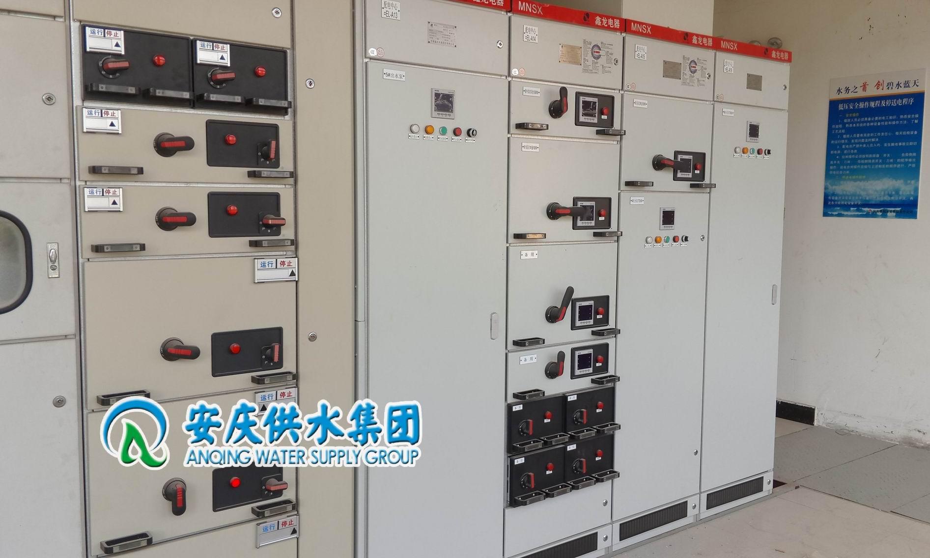 城东污水二期低压配电柜及就地补偿电容器柜安装完成