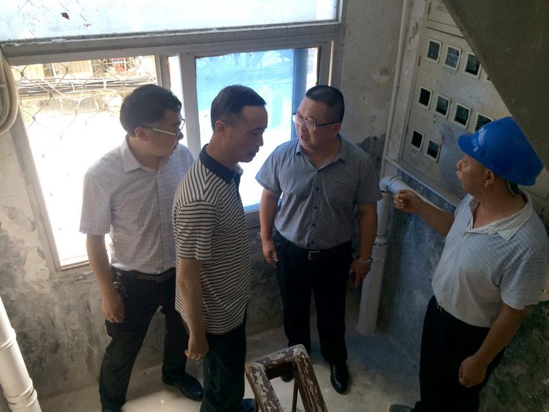 集团公司领导深入工地检查SMC新型表箱样板工程